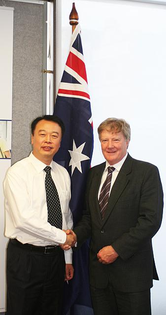 Group Colleges Australia (GCA)'s Managing Director Alan Manly & GU Songtang (Zibo)